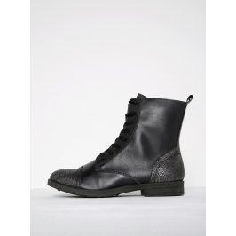 Černé kotníkové boty se vzorovanou špičkou s metalickými odlesky Tamaris