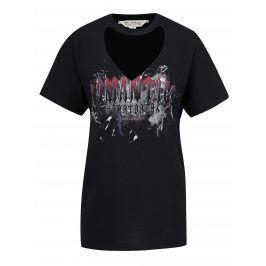 Černé volné tričko s potiskem a průstřihem v dekoltu Miss Selfridge